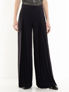 Extra-wide pleated trousers