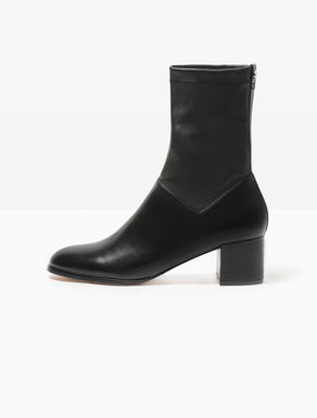 Smooth stretch nappa ankle boots