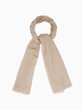 Schal aus fließendem Stoff