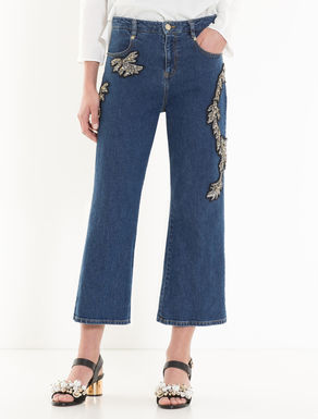 Vaquero cropped con bordados