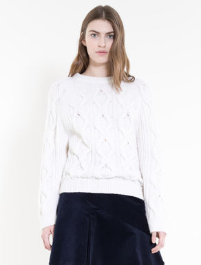 Fluffy sweater with plaiting
