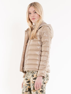 Foldable slim-fit down jacket