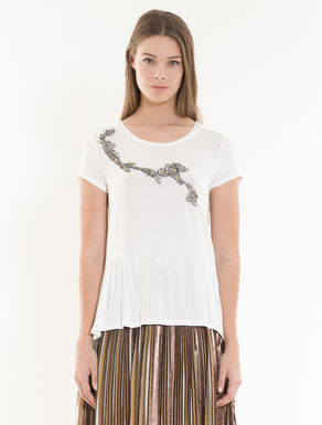 Fluid T-shirt with embroidery