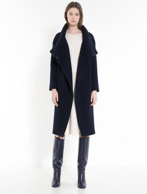 Coat with diagonal texture