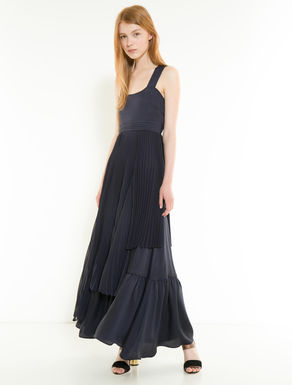 Long twill dress with pleating