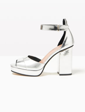 Laminated sandals with plateau