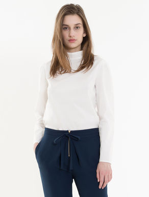 Poplin and jersey blouse.