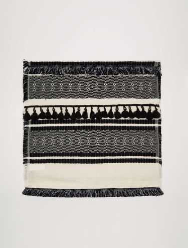 Jacquard scarf with tassels