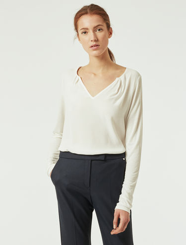 T-shirt in jersey e tessuto sablé