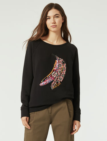 Sweatshirt with embroidered appliqués