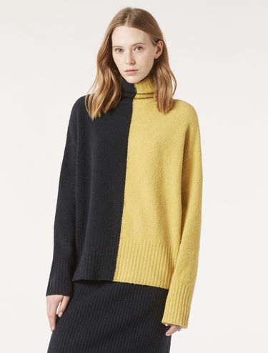 Oversized bouclé yarn sweater