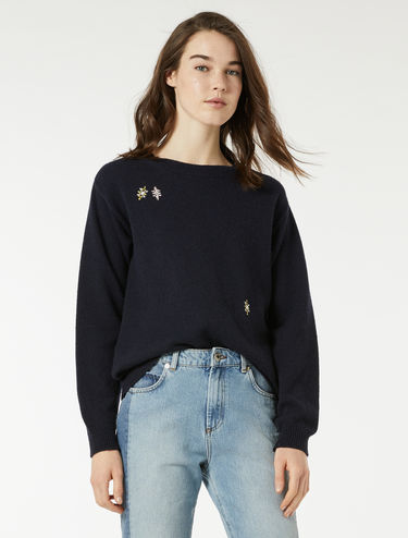 Round-neck sweater with embroideries