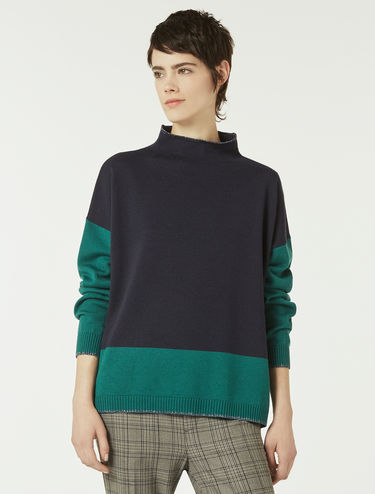 Jumper with graphic contrasts