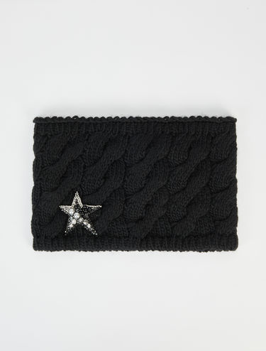 Neck warmer scarf with star appliqué
