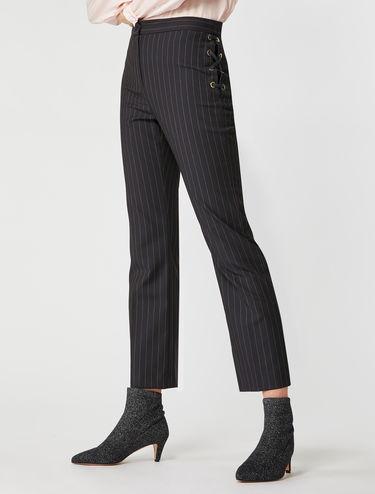 Pantalon à fines rayures et œillets