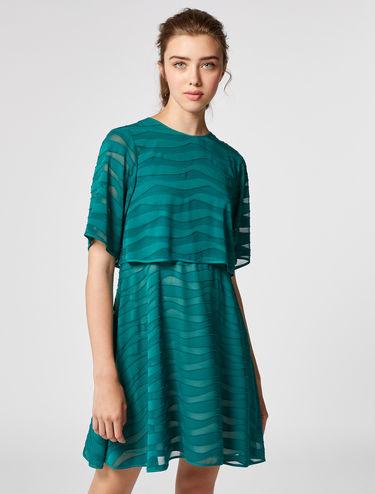 Robe courte en satin et fil coupé