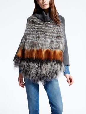 Poncho aus Wolle und Fell