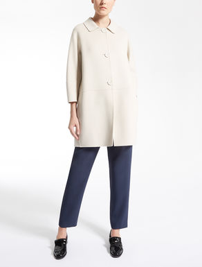 Mantel aus reiner Wolle