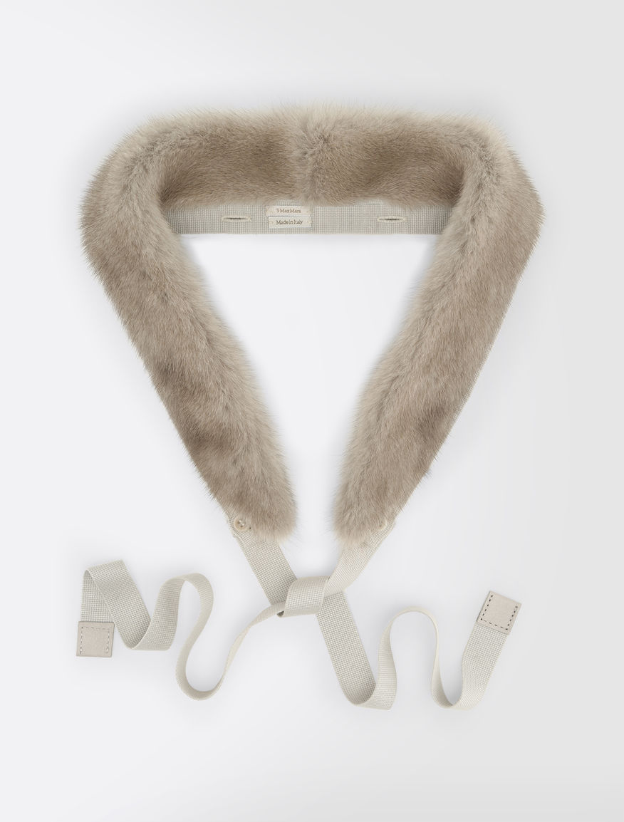 Hood trim in mink fur