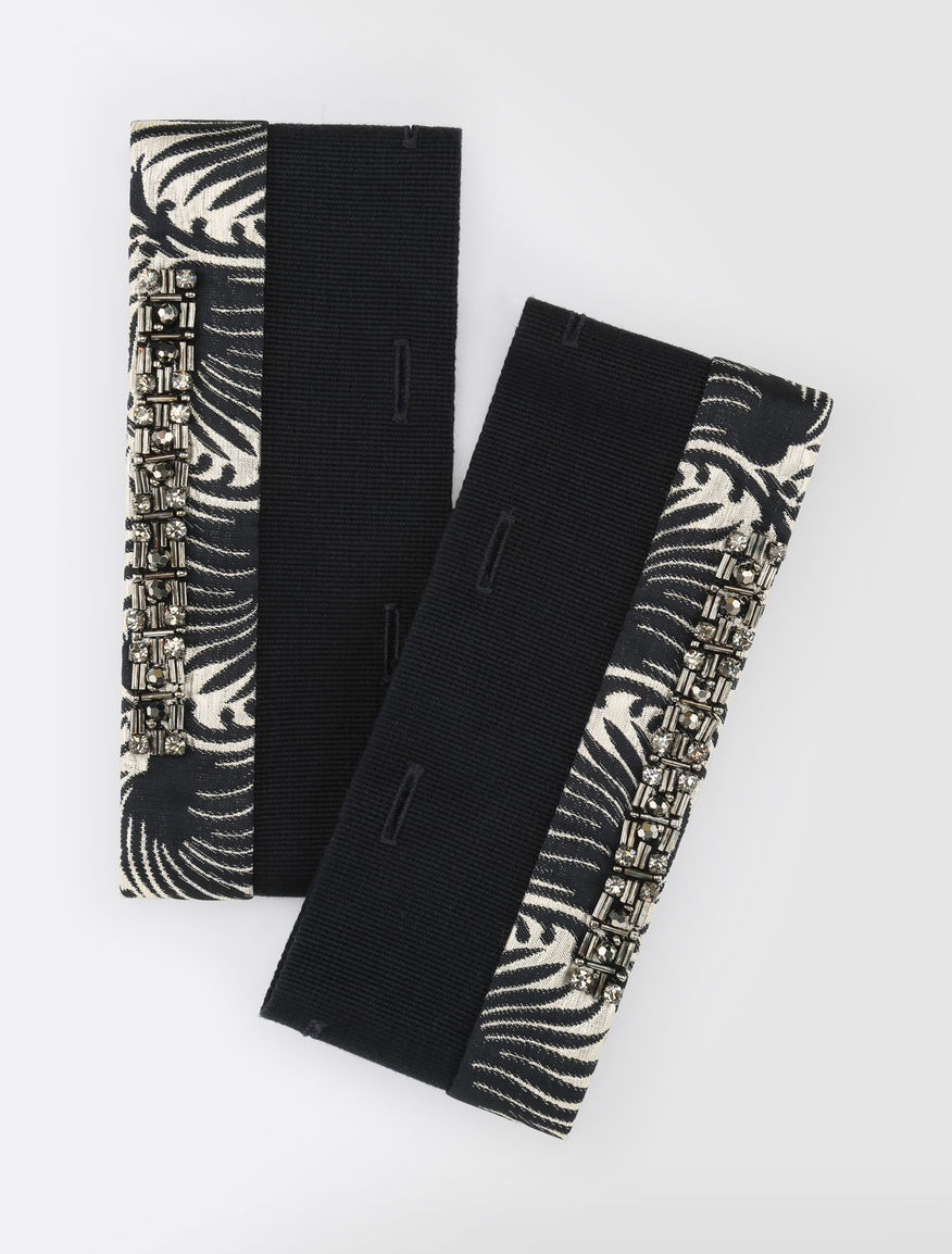 Embroidered jacquard cuffs