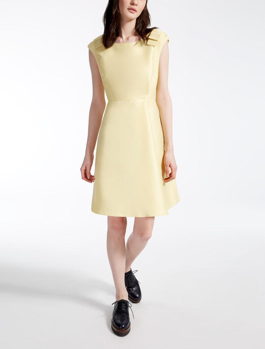 Kleid aus Stretchgewebe