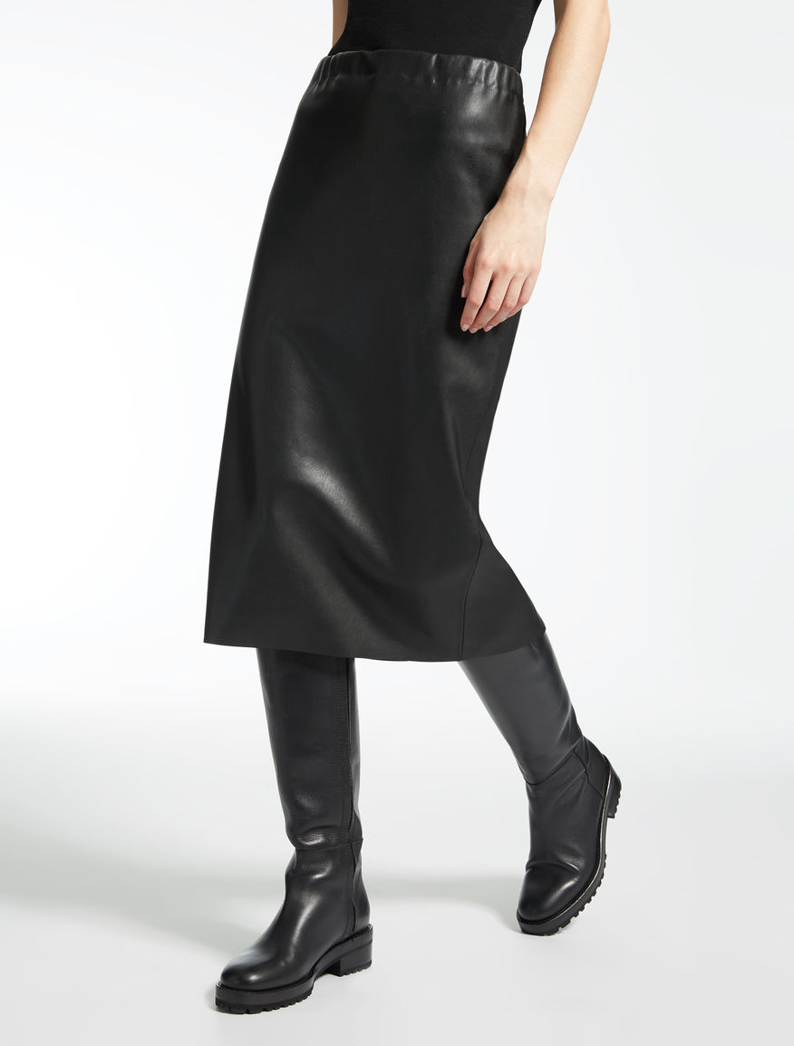 Skirt in coated fabric
