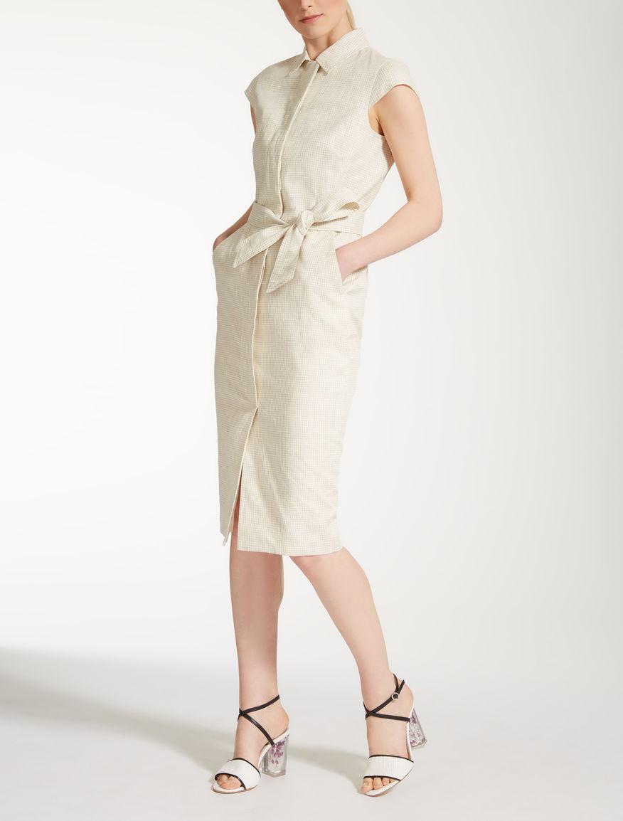 Kleid aus Leinengewebe