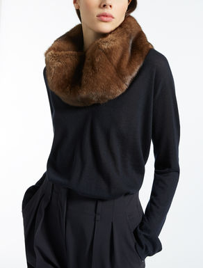 Mink and cashmere collar
