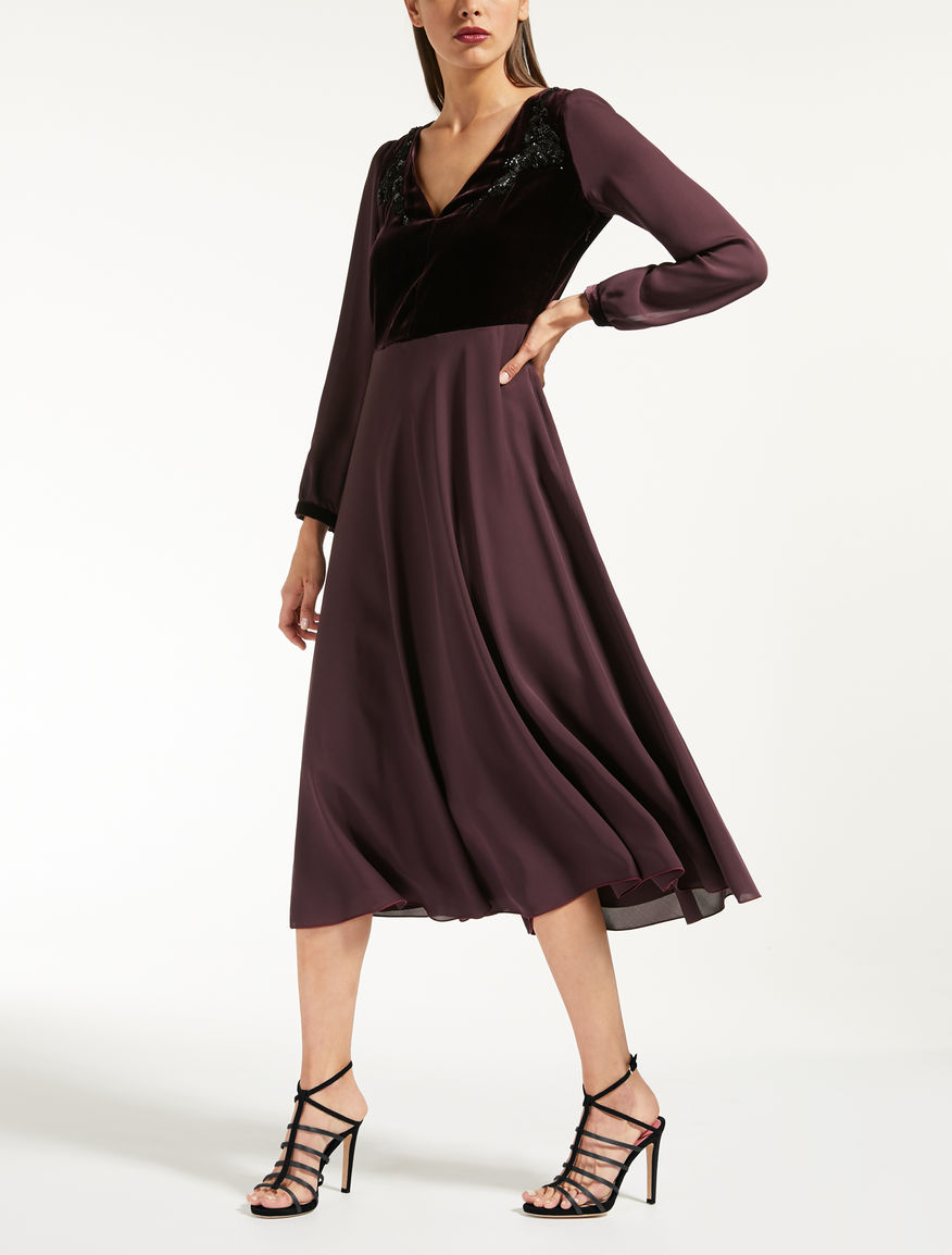 Kleid aus Seidencharmeuse und Samt