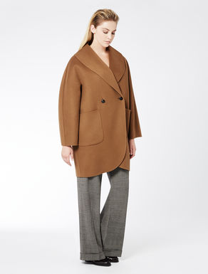 Coat in pure double wool