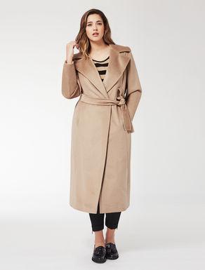 Coat in sable drape