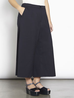 Structured stretch fabric trousers