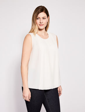 Lightweight sablé top with pleat