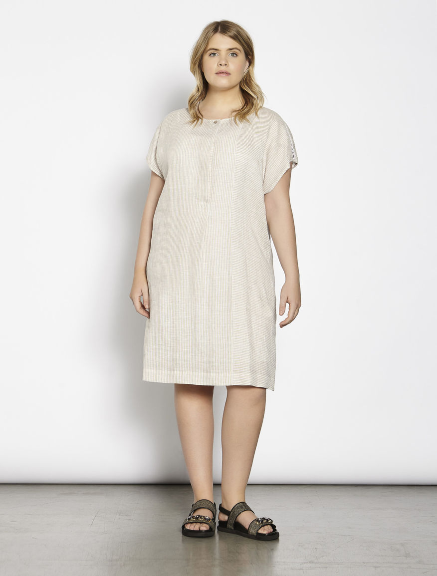 Linen dress with embroidery