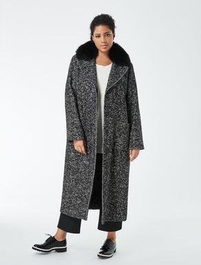 Langer Mantel mit Fuchskragen