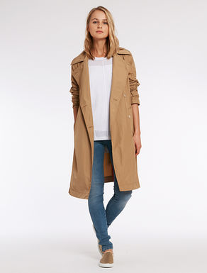 Trench with maxi collar