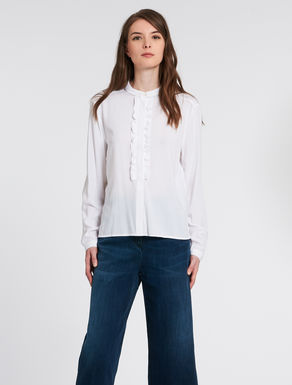 Flowing shirt with gathers