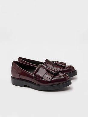 Loafers with fringe and tassels