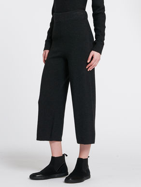 Wide-leg knitted trousers