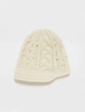 Berretto in maglia con trecce