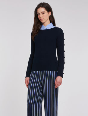 Ribbed sweater with buttons
