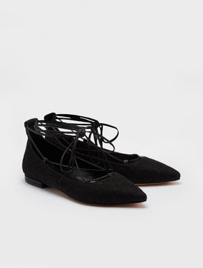 Lace-up ballet flats in lace.