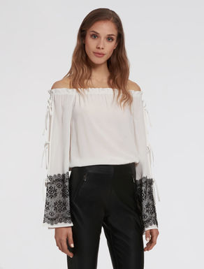 Crêpe de chine blouse with lace
