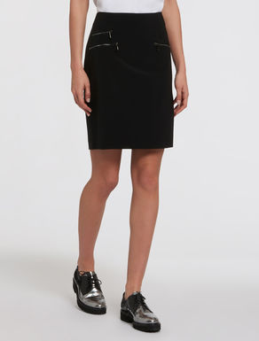 Technical fabric skirt with zip