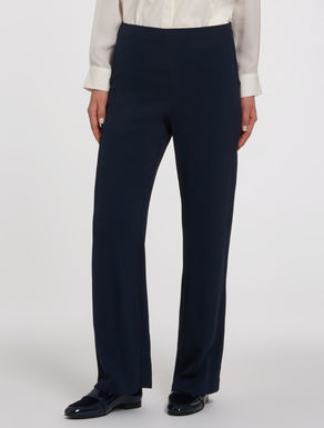 Straight fit, fuller trousers