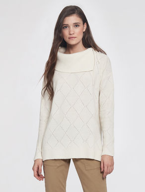 Wool/alpaca sweater with diamonds