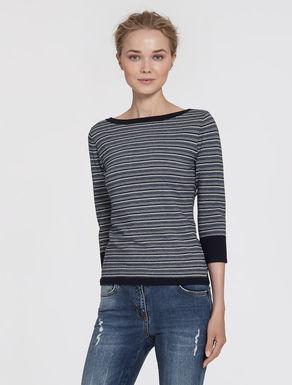 Slim-fit stretch yarn sweater