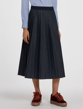Lightweight denim pleated skirt