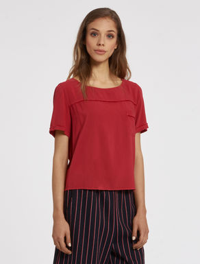 Flowing blouse with micro-fringe