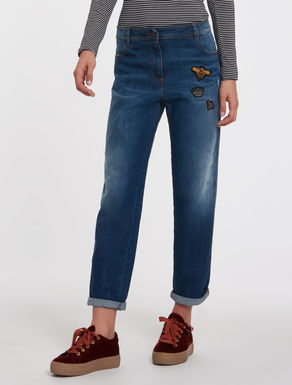 Boyfriend fit jeans with appliqués